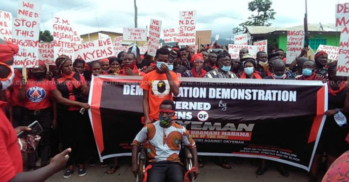 "People of Akyem demonstrate over the ""Akyem Mafia and Sakawa Boys"" comment by Mahama"